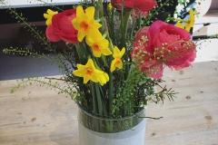 Blumenabonnement mit Frühlingsblumen