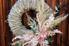 Türkranz mit Trockenblumen